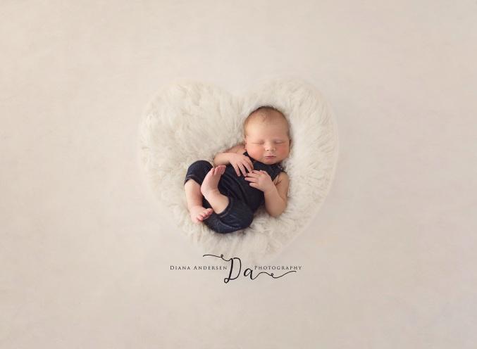 Henry-newborn10-fb.jpg